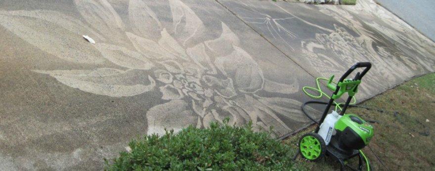Dianna Wood y su arte creado con una lavadora sobre el asfalto