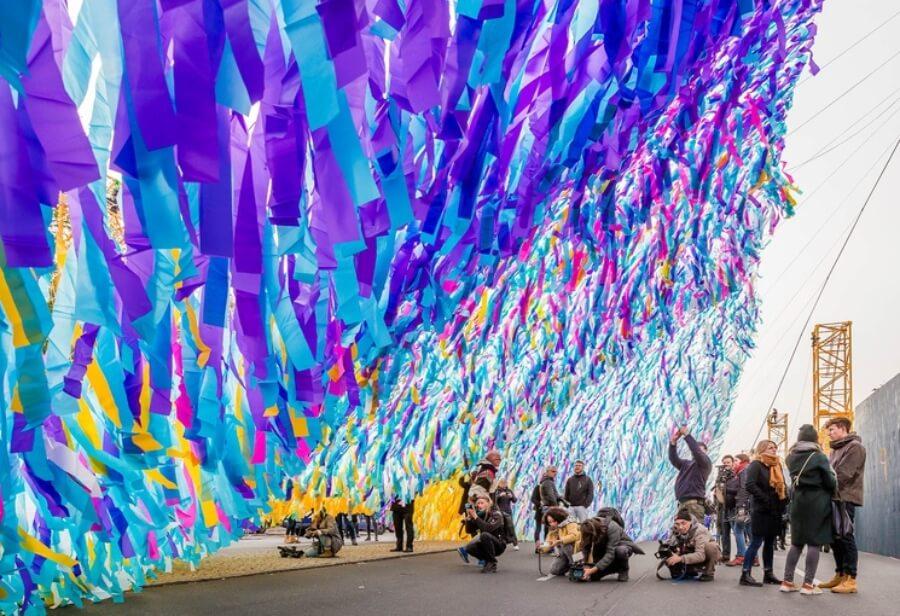 El artista conmemora los 30 años de la caída del Muro de Berlín