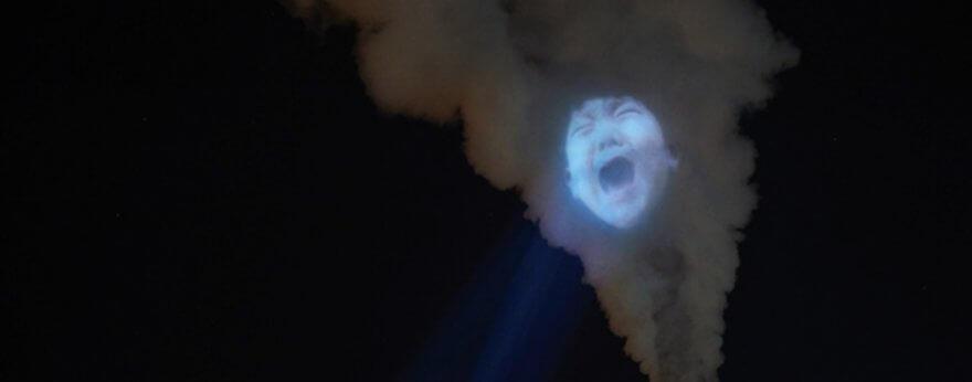 Caras de bebé aparecen en el humo de fábricas en China