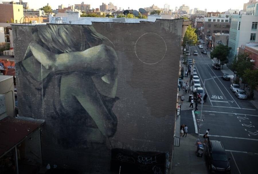 La artista pinta las problemáticas de la mujer