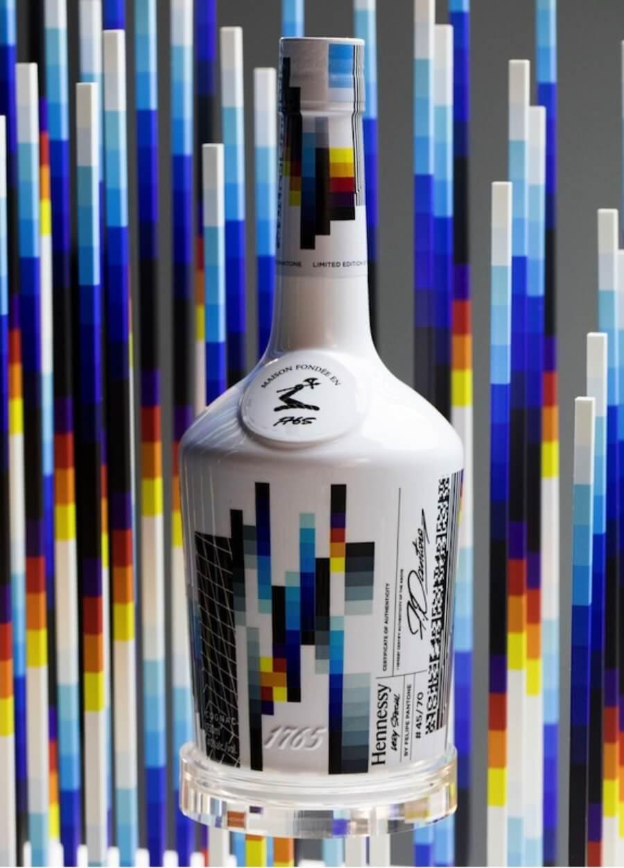 El artista urbano vuelve a rediseñar la imagen del cognac