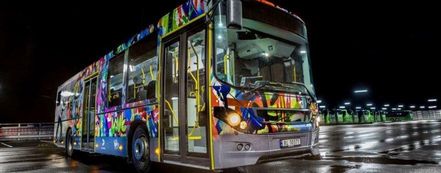 Jaune interviene autobuses en Nuart Festival