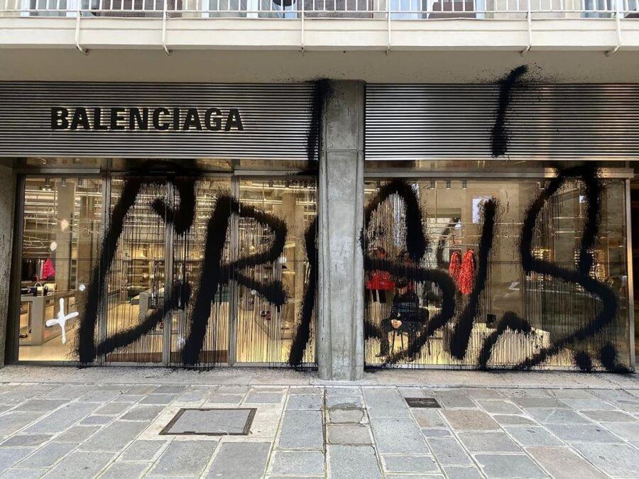 Kidult creó enorme tag en tienda de Balenciaga