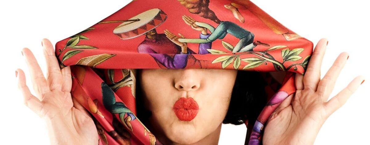Maximum Fou y su línea de bufandas con street art