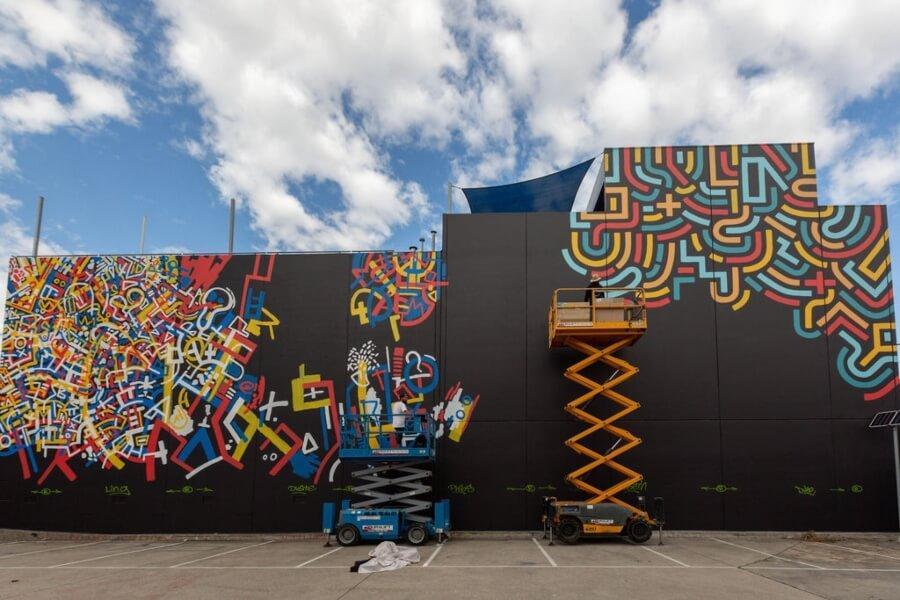 Diez artistas del arte urbano crearon la pieza