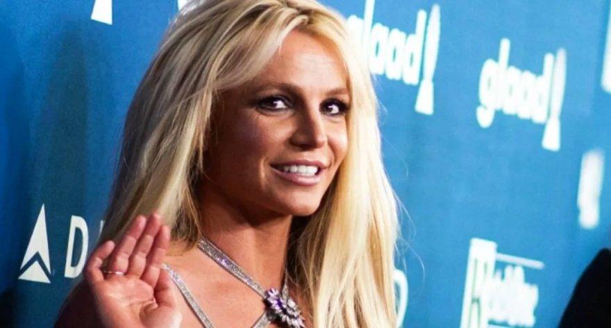 Britney Spears ahora en su faceta como pintora