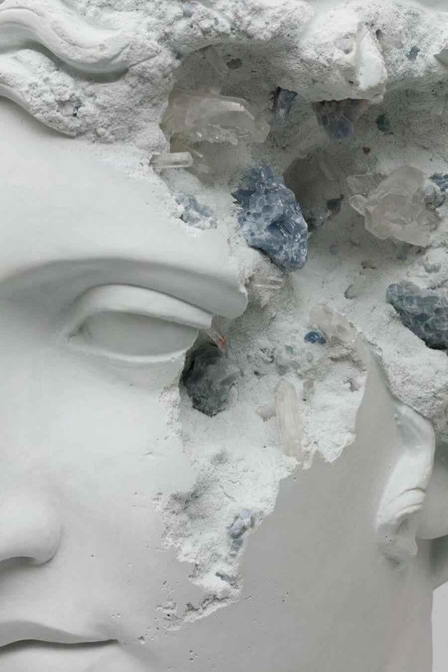 Las esculturas del artista denotan el paso del tiempo
