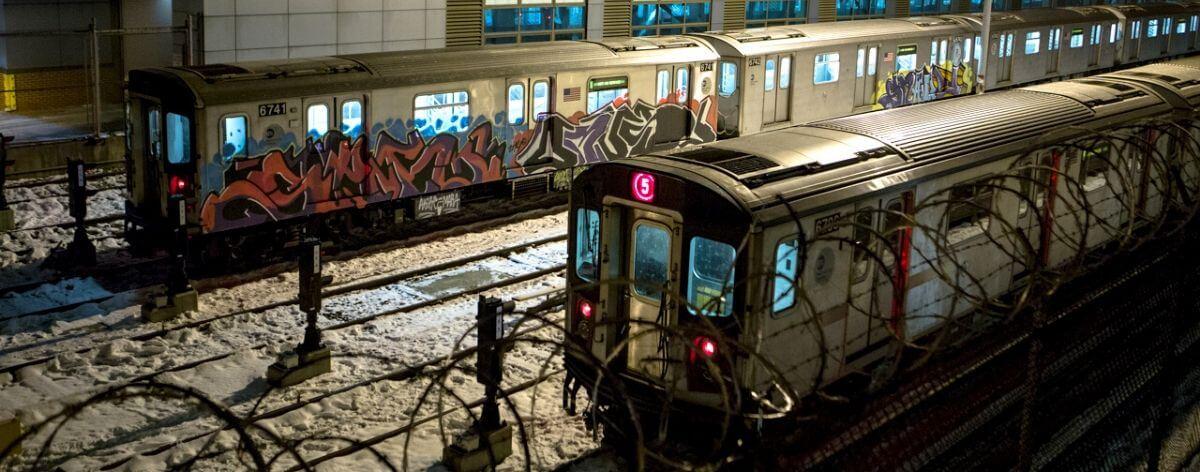 Metro de Nueva York fue intervenido con graffiti ilegal