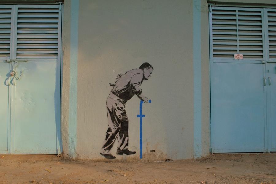 El artista usa el esténcil como herramienta de protesta