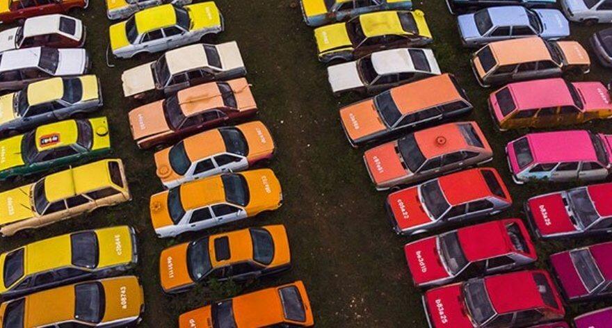 Zoer crea un tablero de autos coloridos