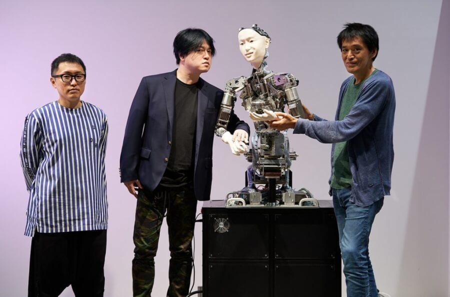 Alter 3 el robot japonés de dirige una orquesta