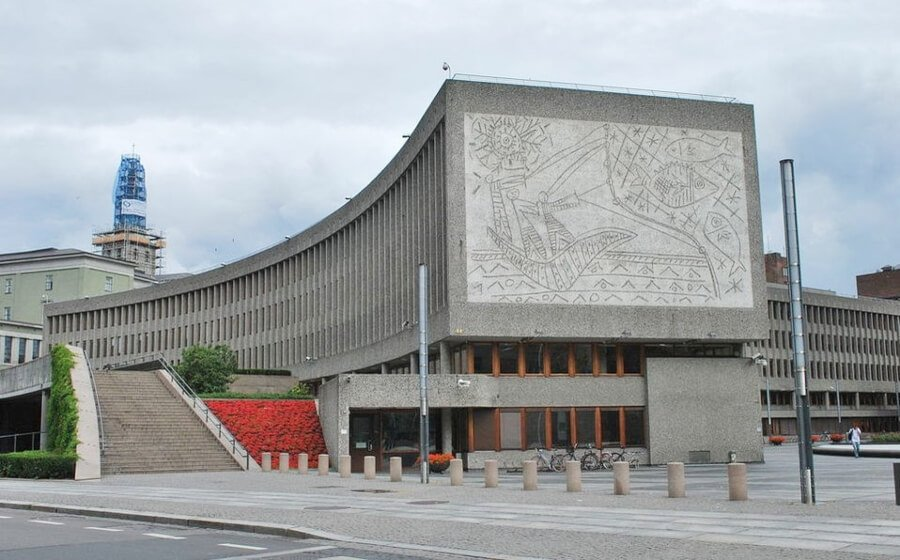 Building demolished with murals by Carl Nesjar and Picasso