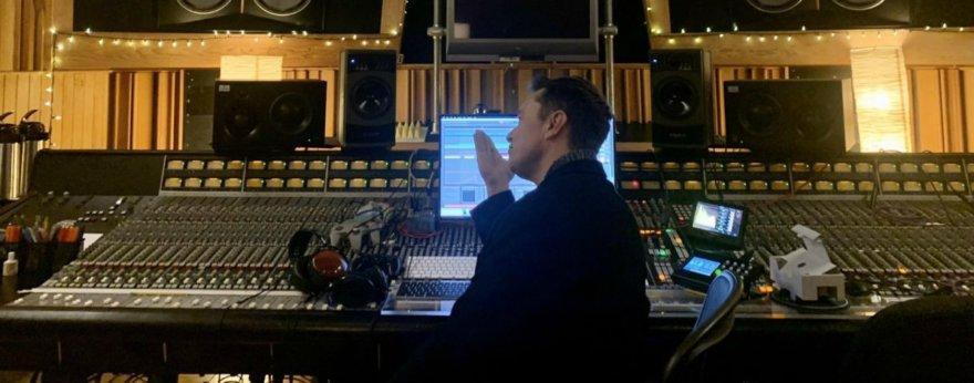 Elon Musk estrena una canción de electrónica