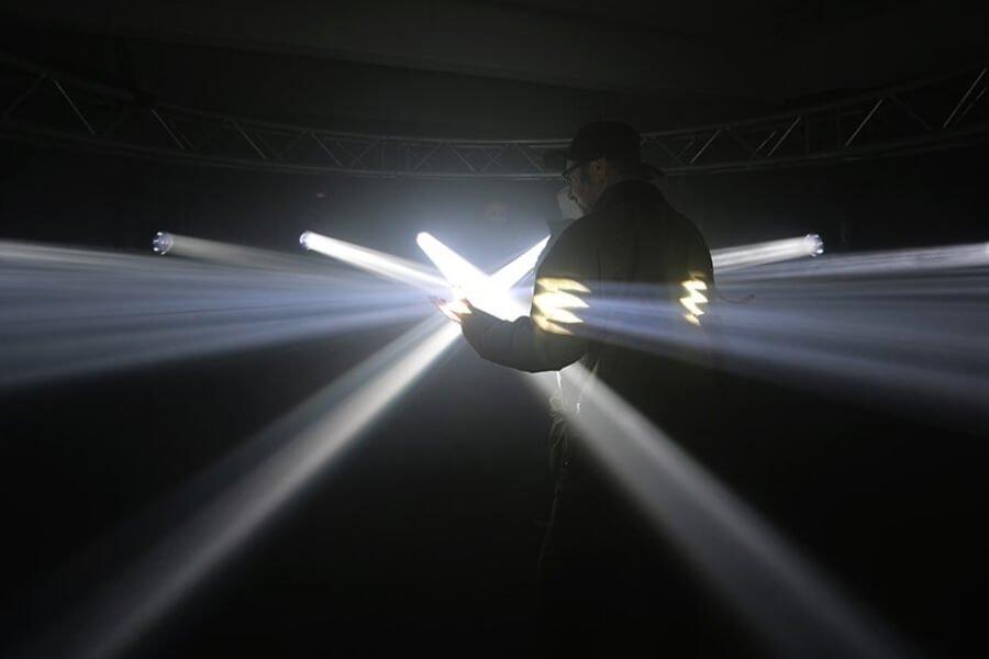 Karolina Halatek presenta instalación de luz en Alemania