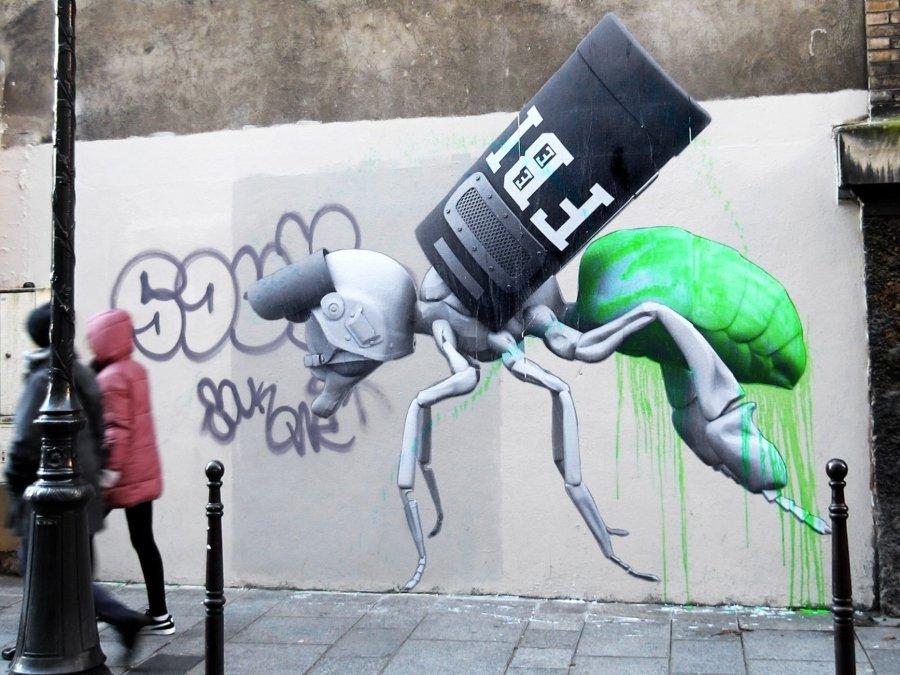 el artista llega con piezas a París