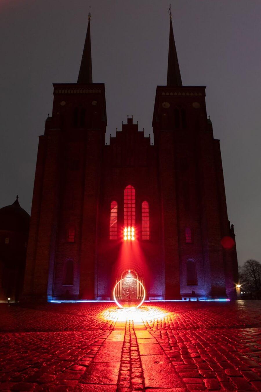 Lux Nova la instalación que ilumina catedral de Dinamarca