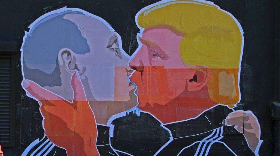 Beso entre Trump y Putin