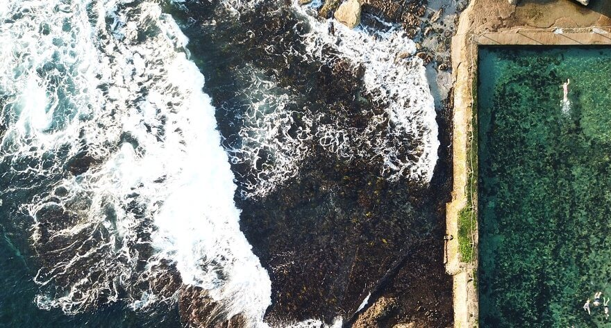 Nicole Larkin fotografió piscinas oceánicas en The Wild Edge