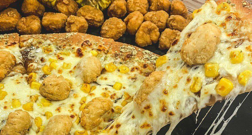 Pizza Hut con KFC crean pizza especial