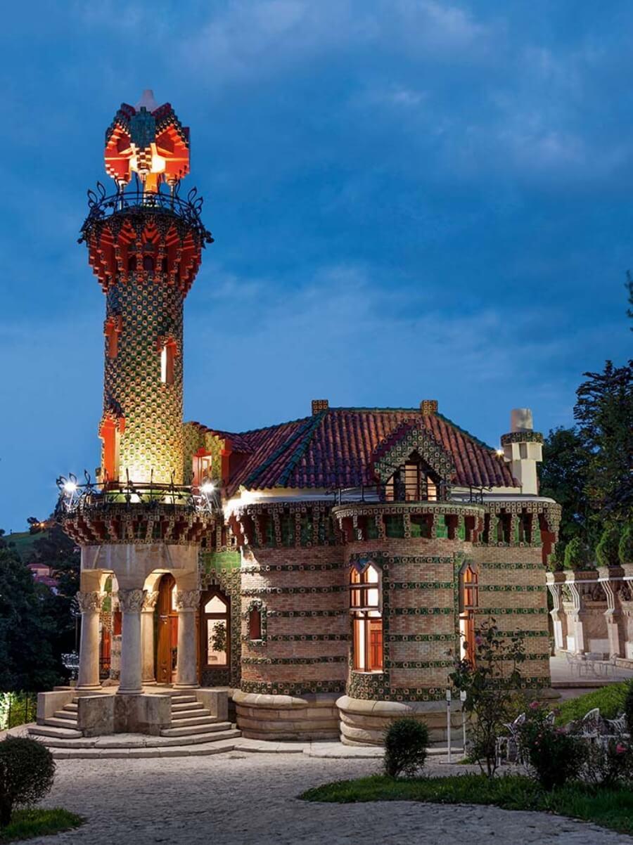 Un libro dedicado a la vida y obras de Gaudí