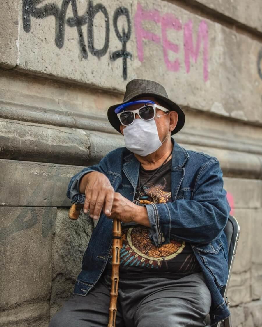 El fotógrafo retrato cómo la gente enfrenta la contingencia