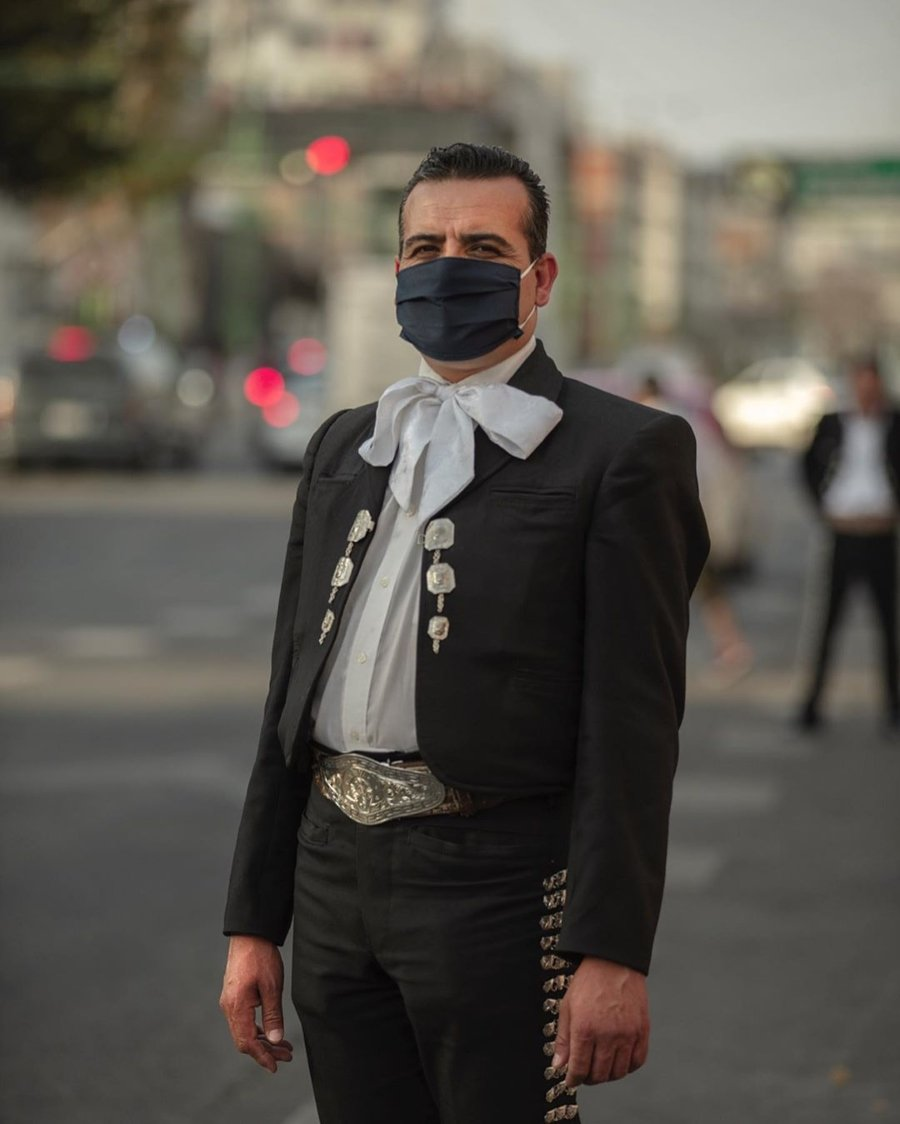The Coronavirus through Santiago Arau's lens /mariachi with face mask