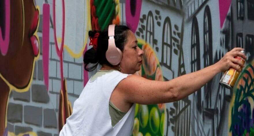 Women in graffiti boasting their female power
