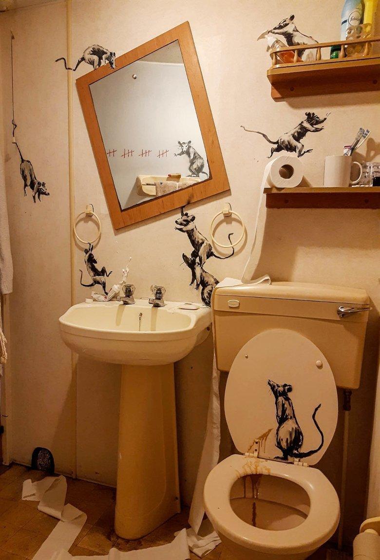 Banksy y su nueva obra «Rat Bathroom Installation» en cuarentena