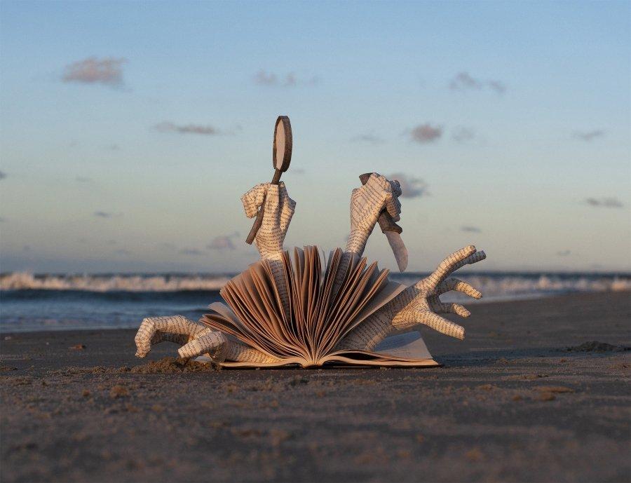 La artista nos presenta sus universos de papel