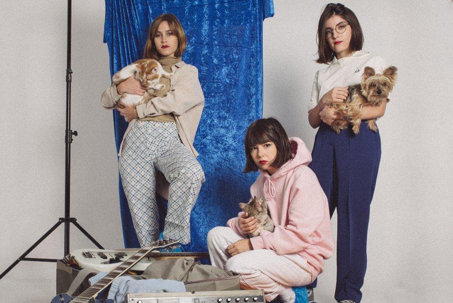 REtrato promocional de la banda Cariño