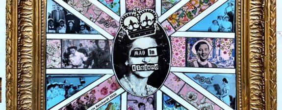 Carrie Reichardt y sus murales subversivos de mosaico