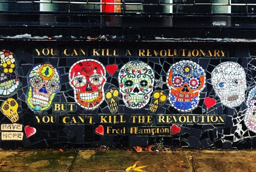 La artista usa los mosaicos como medio de protesta