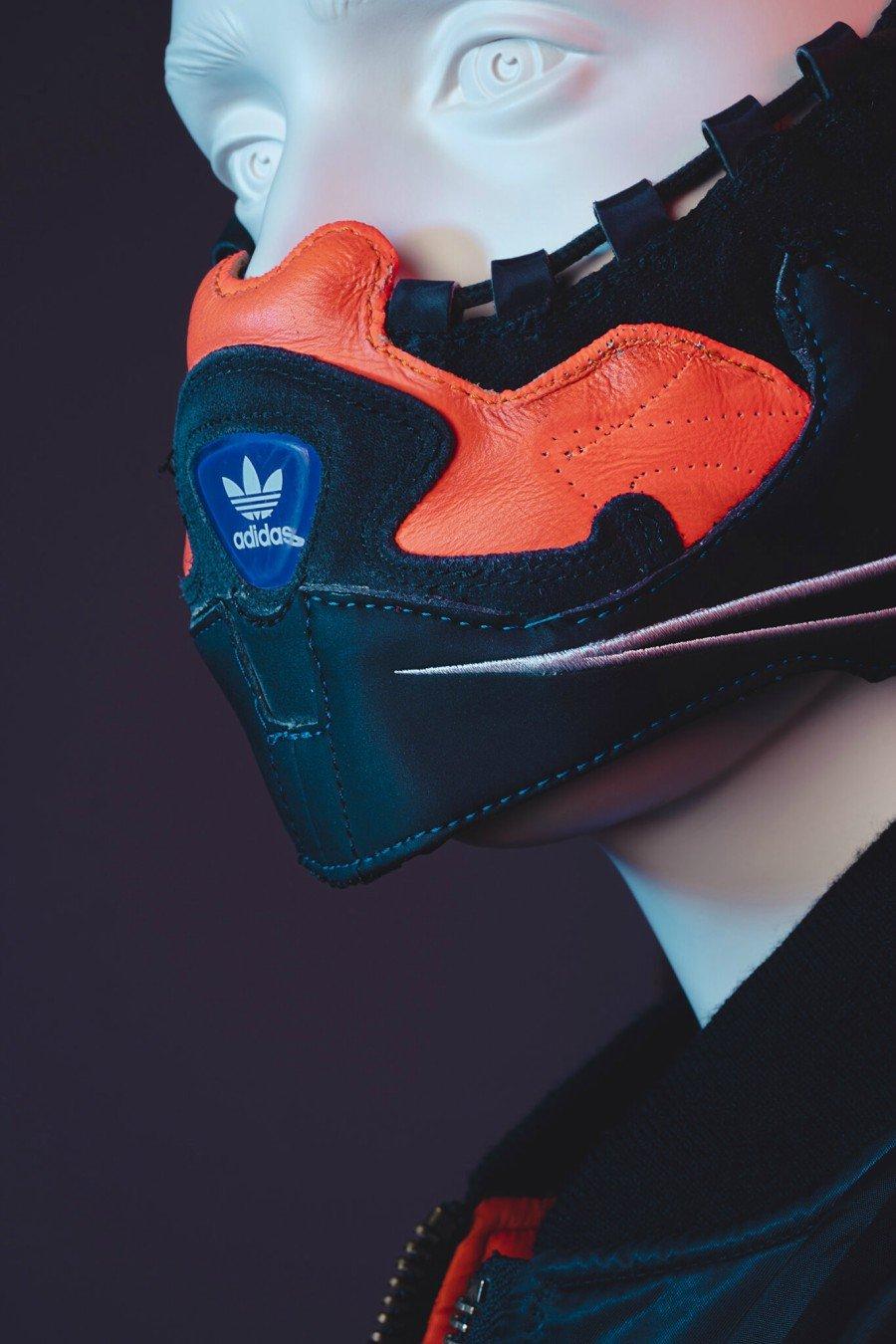 cubrebocas con sneakers