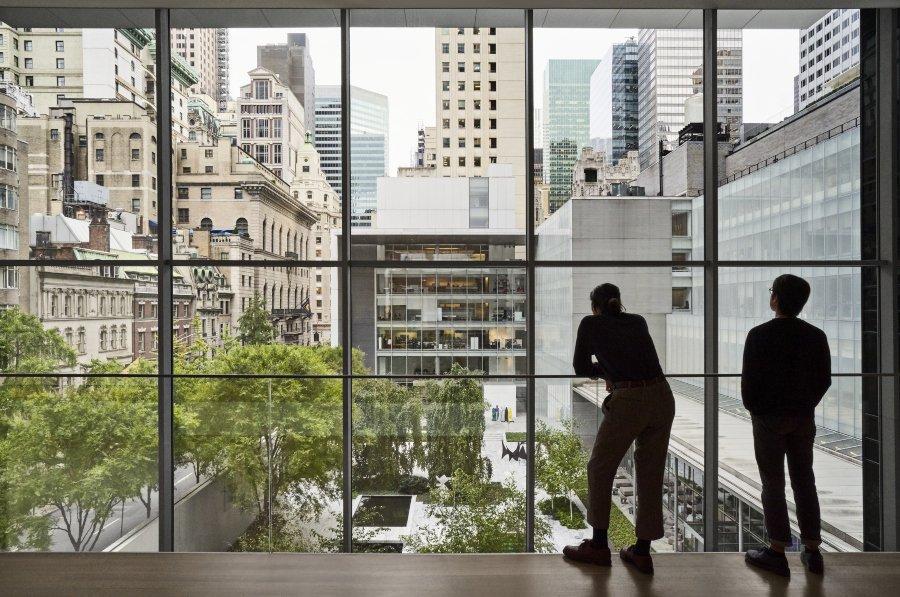 vista a patio central del museo de arte contemporáneo de Nueva York