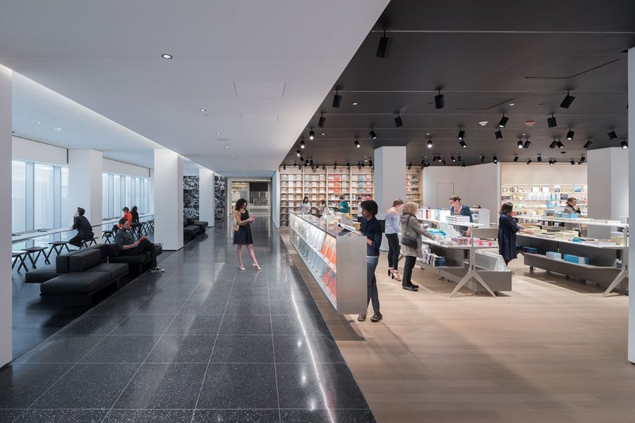Interiores del museo de arte contemporáneo de Nueva York