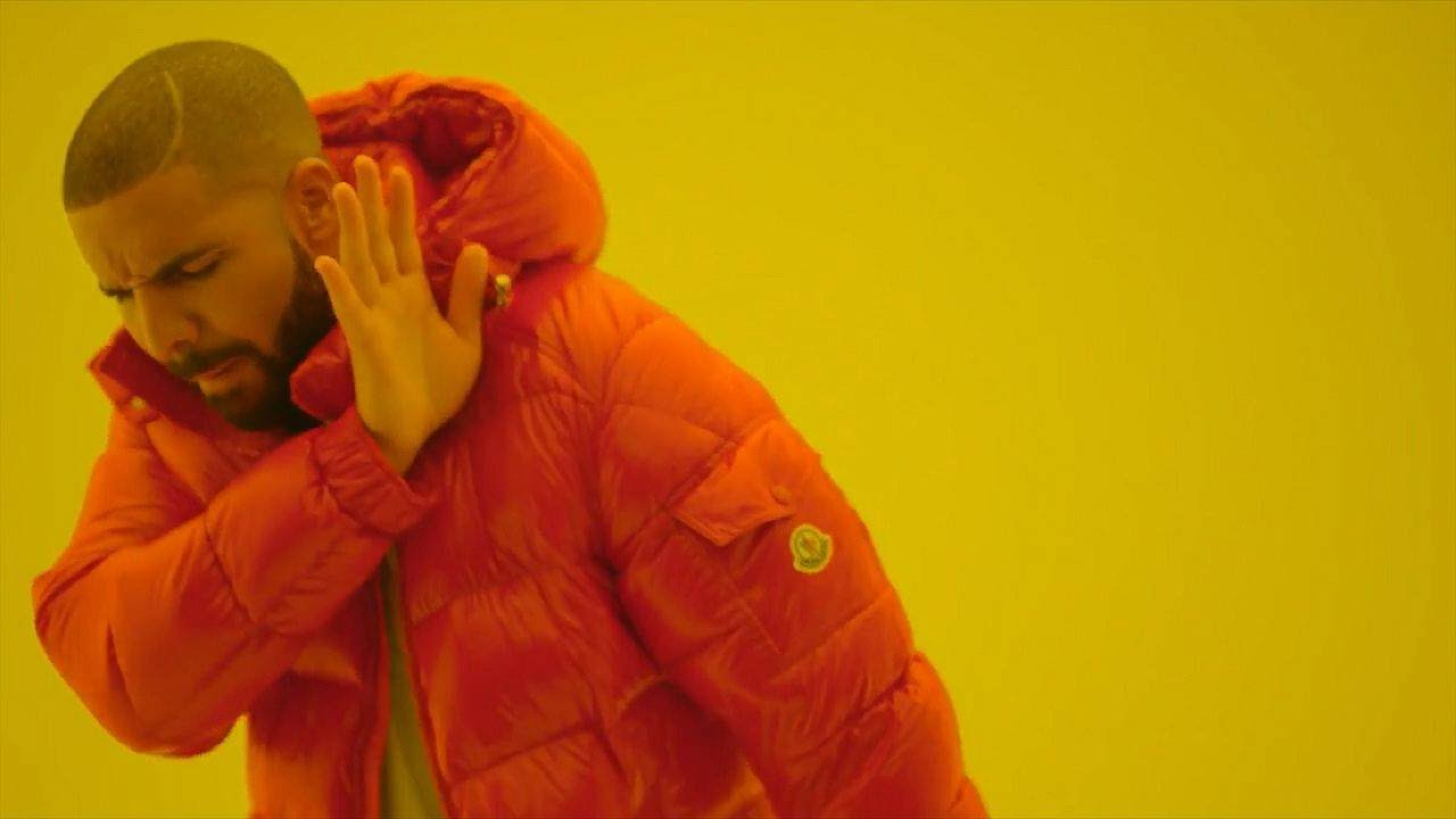 meme de Drake en el video Hotline Bling