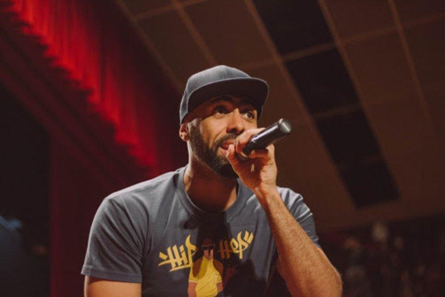 El rapero español Chojin durante un acto en vivo