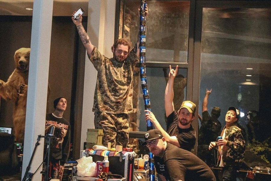 Post Malone y TRavis Barker después del stram en tributo a Nirvana