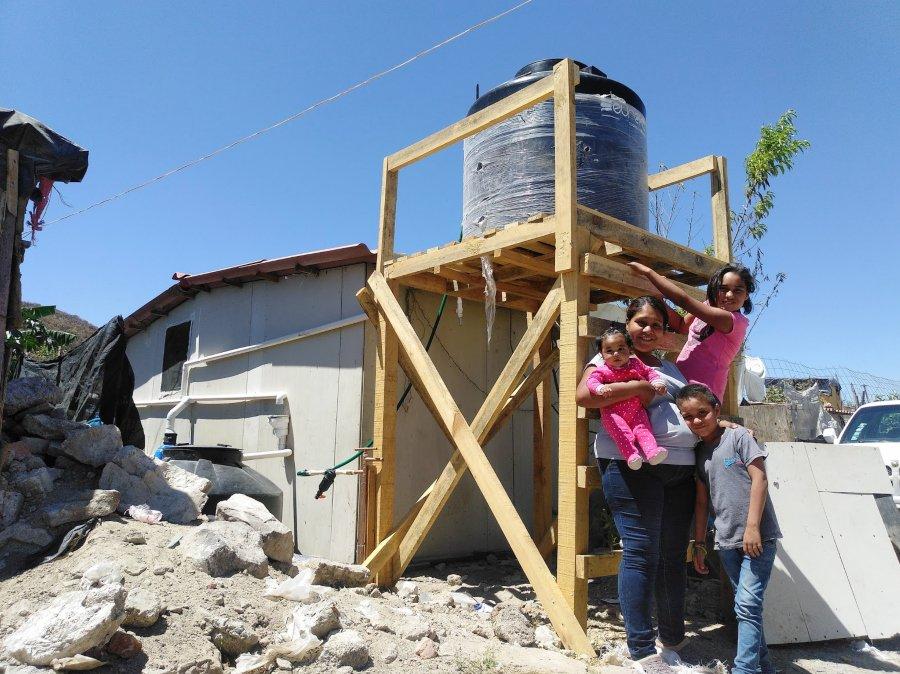 Construcción de captación de agua por Techo México