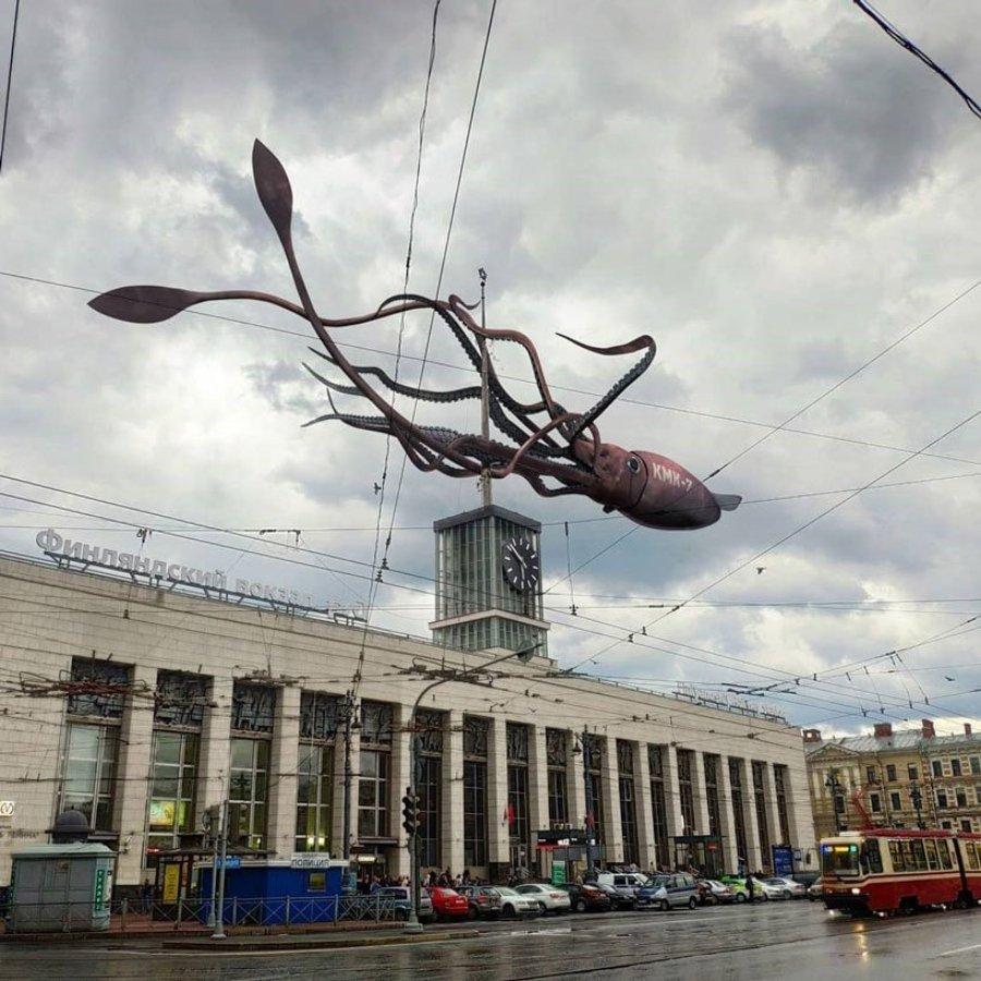 Vadim Solovyov muestra animales gigantes en San Petersburgo