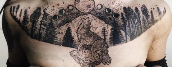 Pony Reinhardt y los hechizos hechos tatuajes