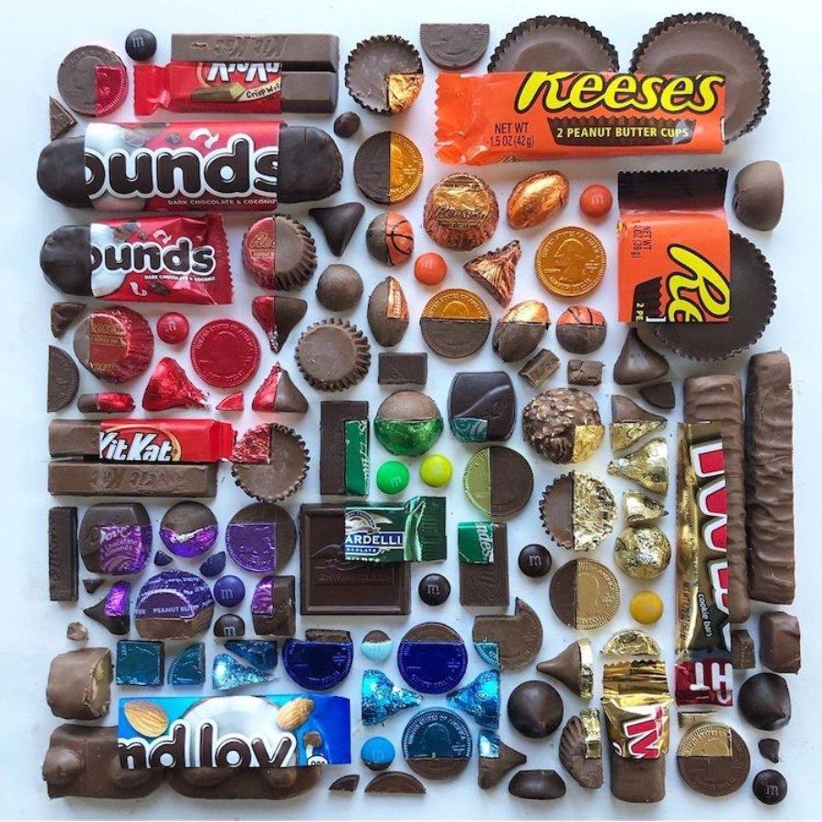 Composición con chocolates por Adam Hillman