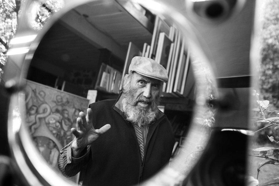 Antonio González Orozco en retrato en blanco y negro