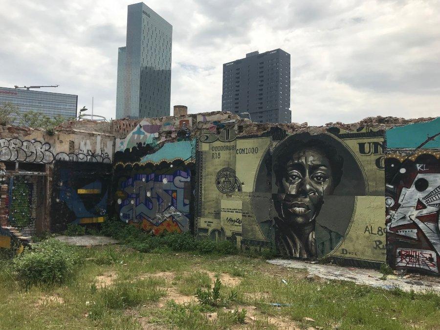 Mural de Jeff McCreight 'Ru8icon' para el festival Avant Garde Tudela 2020