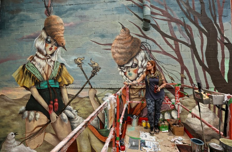 Miss Van en proceso de mural para el festival Avant Garde Tudela 2020