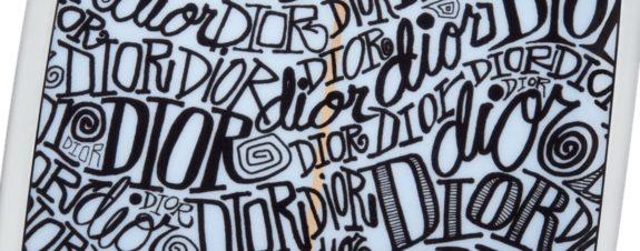 Dior y Shawn Stussy lanzan exclusiva tabla de surf