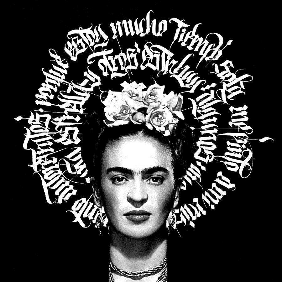 Frida Khalo con fondo de caligrafía