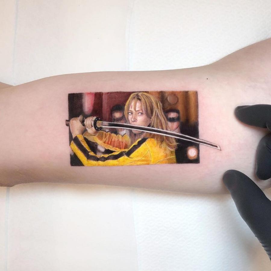 Tatuaje de escena de Kill Bill realisado por Eden Kozokaro