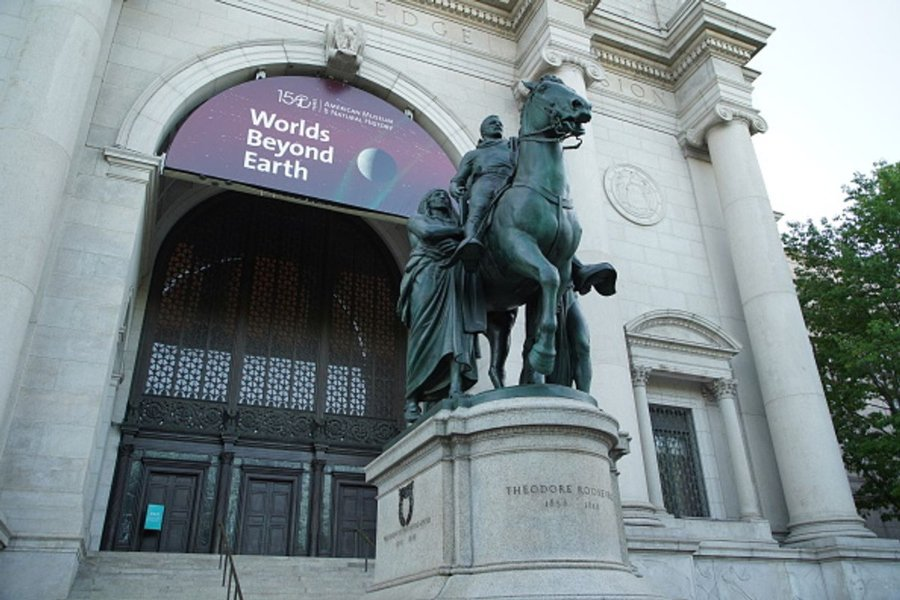 Statue of Theodore Roosevelt at the entrance to the American Museum of Natural History in New York