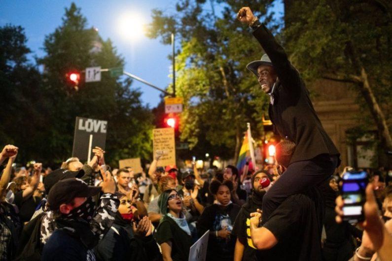 Manifuestantes de Minneapolis exigen justicia para George Floyd